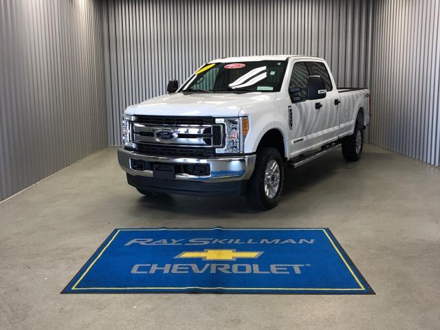 Pre-Owned 2017 Ford Super Duty F-250 SRW XLT 4WD Crew Cab 8' Box